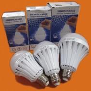 Светодиодная лампа с аккумулятором 7W E27 LED SMART